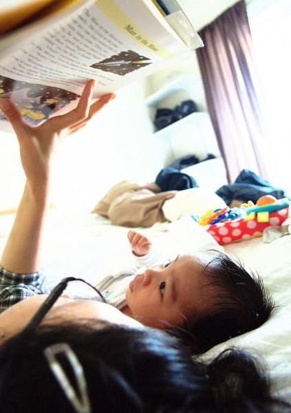 διάβασμα παιδί μαμά living green