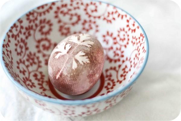 πασχαλινά αβγά φυσικές βαφές φύλλα