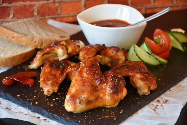 chicken wings bbq συνταγή φτερούγες κοτόπουλου κάρβουνα ψήσιμο καραγιάννης